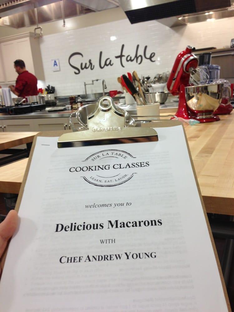 sur la table macaron class review