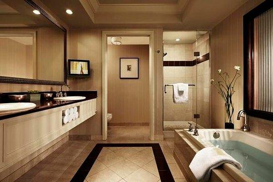 mandalay bay elite king suite review